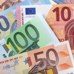 various-euros-background_1101-1204